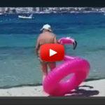 Urkomisch: Omi wollte auf Flamingo-Hype aufspringen (VIDEO)