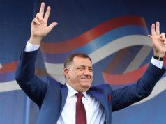 Milorad Dodik drei Finger