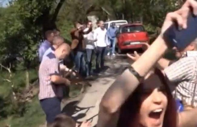Blutige-Hochzeit-Balkan-Brauch-Schuss-Gast