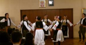 Japaner-tanzen-serbischen-Kolo