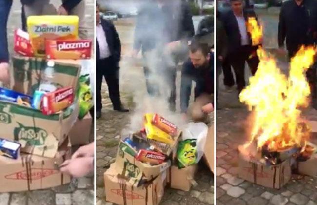 Kosovaren-verbrennen-serbische-Ware