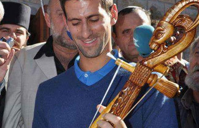 Novak Djokovic gusle