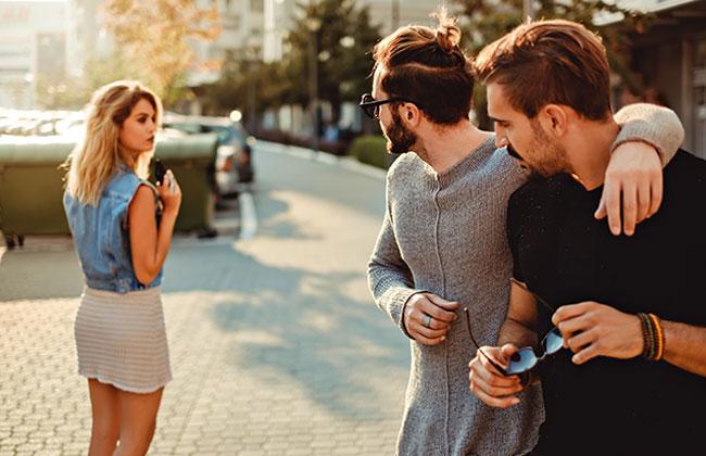 5c85c0ad70cdd Diese 5 Kleidungsstücke machen dich für Männer SOFORT attraktiver! - KOSMO