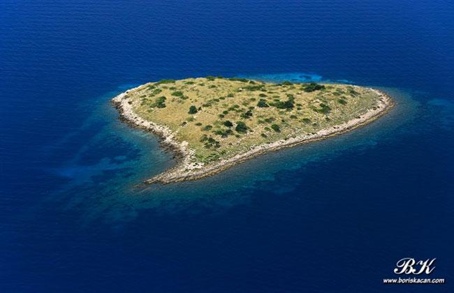 Herzförmige-Inseln-in-Kroatien-Rončić