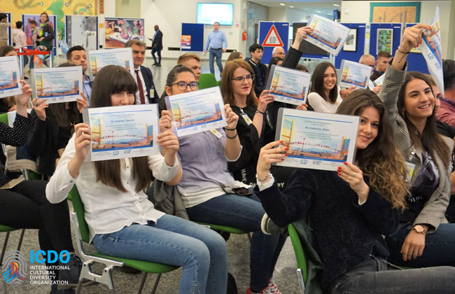 Während der Eröffnungsfeier haben die GewinnerInnen des Schreibwettbewerbs ihre Beiträge vorgestellt.