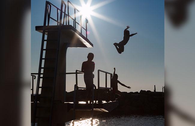 Spanner im Schwimmbad