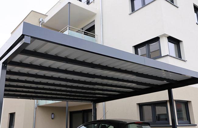 Ein moderner Carport - verschönert das Heim und schützt ...