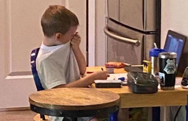 """Verzweifelte Mutter: """"Online-Lernen hat meinen Sohn"""